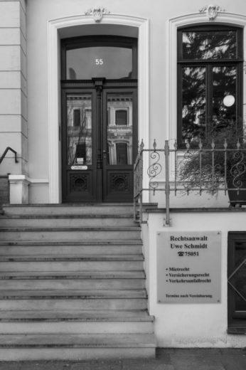Uwe Schmidt Rechtsanwalt Bremen_Kanzleieingang_sw