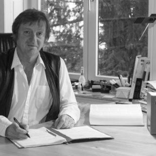 Uwe Schmidt Rechtsanwalt Bremen_Portrait_sw